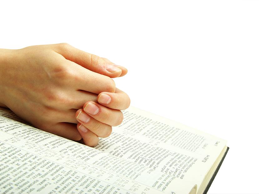 mains sur la bible